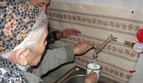 Fliessendes Wasser für Nadjeschda, Nora, Aschot und Ljudmila / Водопровод для Надежды, Норы и Ашота
