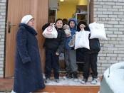 Die Schüler der Mittelschule im Dorf Wolkowskoje danken der Stiftung für die gelieferten Nahrungsmittel
