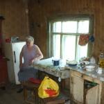 Eine alleinstehende Frau mit kleiner Pension in einem kleinen Dörfchen / Одинокая женщина с маленькой пенсией в селе.