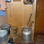 Mit dieser schweren Milchkanne holte Nadjeschda früher Wasser vom Brunnen.
